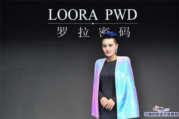 Vẻ ngoài nổi bật cùng phong cách thời trang độc đáo, thanh lịch kết hợp cá tính quyến rũ của Loora sẽ sớm được nhiều tín đồ thời trang biết đến