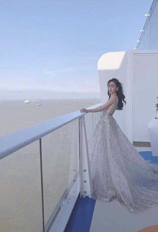 Đập tan tin đồn ly hôn, Huỳnh Hiểu Minh xuất hiện cùng Angelababy, chu đáo nâng váy giúp vợ ảnh 15
