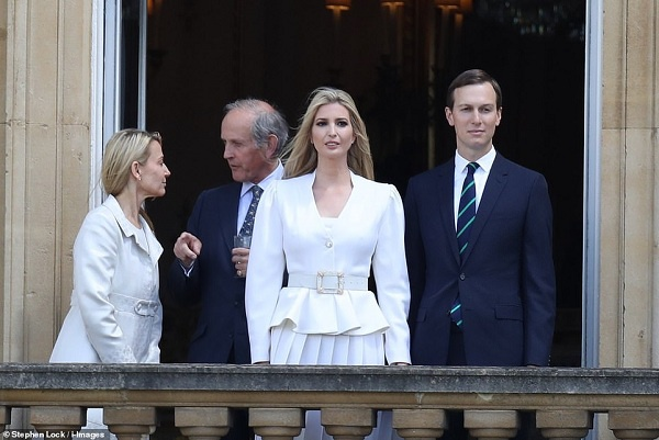 Ivanka sánh đôi bên chồng, xinh đẹp tựa nữ thần khi xuất hiện ở ban công Cung điện Buckingham