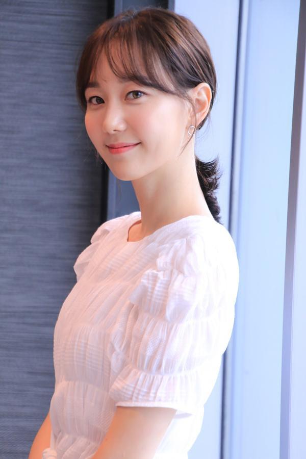 """Lee Yoo Young vừa hoàn thành xong bộ phim """"Cặp đôi oan gia"""" đài KBS 2TV hợp tác cùng Choi Siwon và Kim Min Jung."""