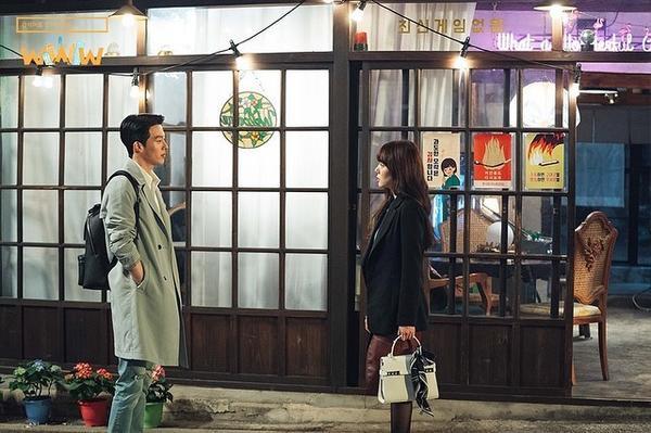 Lần đầu gặp nhau, Park Mo Gunđã 'uống nhầm một ánh mắt, cơn say theo cả đời' với chị đại Bae Ta Mi