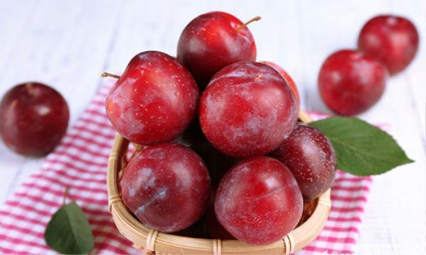 Tết Đoan Ngọ ăn gì để giết sâu bọ thì câu trả lời không thể thiếu được hoa quả theo mùa.
