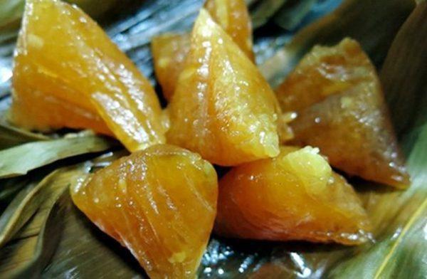 Người xưa quan niệm rằng vị thanh mát của bánh tro có tác dụng giải nhiệt cơ thể, tiêu tan bệnh tật.