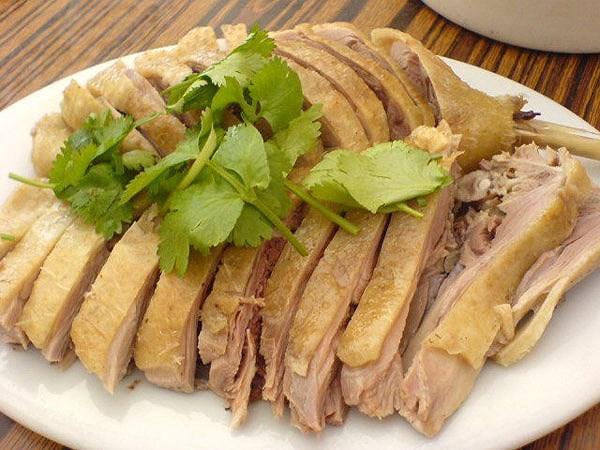 Do thịt vịt có tính mát, giải nhiệt cơ thể nên được nhiều người chọn lựa ăn vào ngày Tết Đoan Ngọ.