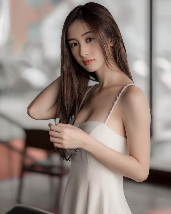 Chịu khó diện bikini và đồ trễ nải khoe vòng 1, thế nhưng, Jun Vũ tuyên bố nâng ngực là để. ảnh 3