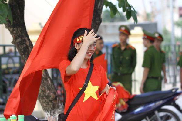 Trước giờ diễn ra trận đấu khoảng 2 tiếng, hàng nghìn CĐV đã bắt đầu đổ về sân vận động Phú Thọ