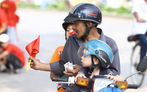Cờ hoa tràn ngập đường phố Phú Thọ trước trận U23 Việt Nam gặp U23 Myanmar ảnh 4