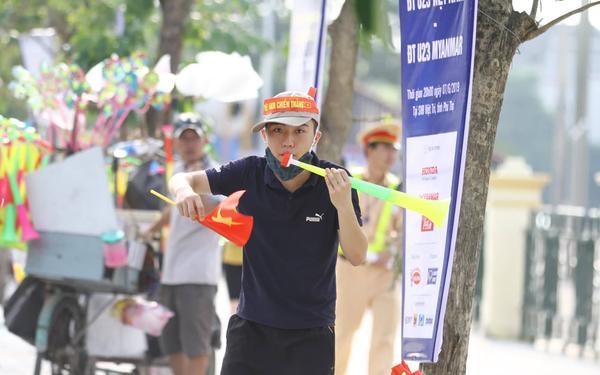 Cờ hoa tràn ngập đường phố Phú Thọ trước trận U23 Việt Nam gặp U23 Myanmar ảnh 5