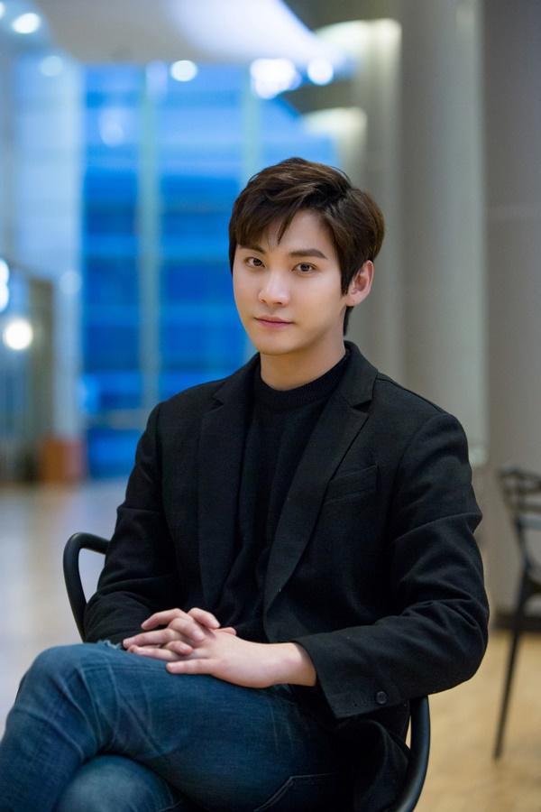 Song Seung Hyun.