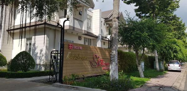 Khách sạn nơi nhóm đối tượng thuê dài hạn.