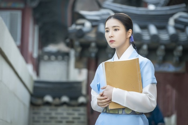 [K-Drama]: MBC released Shin Se Kyung's first image in the drama 'Rookie Historian Goo Hae Ryung'