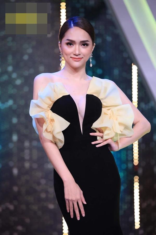 Hoa hậu Hương Giang cãi lời nhà thiết kế, tự biến tấu váy áo và đây là cái kết ảnh 3