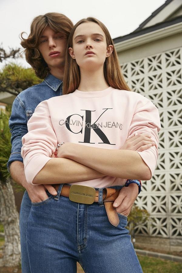 Phong cách denim theo xu hướng hoàn toàn mới, đơn giản dễ ứng dụng của Calvin Klein trong BST mới này
