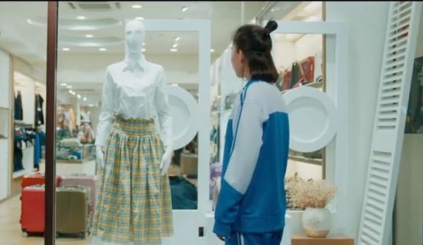 Chiếc váy vàng Lạc Chỉ mua để nhắc nhở bản thân không xứng với Thịnh Hoài Nam