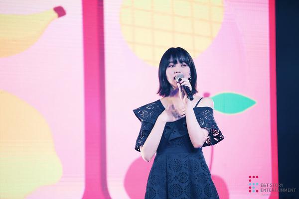 Mạnh tay cắt tóc ngắn, Kim So Hyun vẫn xinh như hoa trong tiệc sinh nhật tuổi 20 ảnh 8