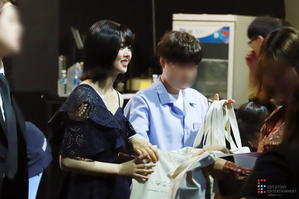 Mạnh tay cắt tóc ngắn, Kim So Hyun vẫn xinh như hoa trong tiệc sinh nhật tuổi 20 ảnh 22