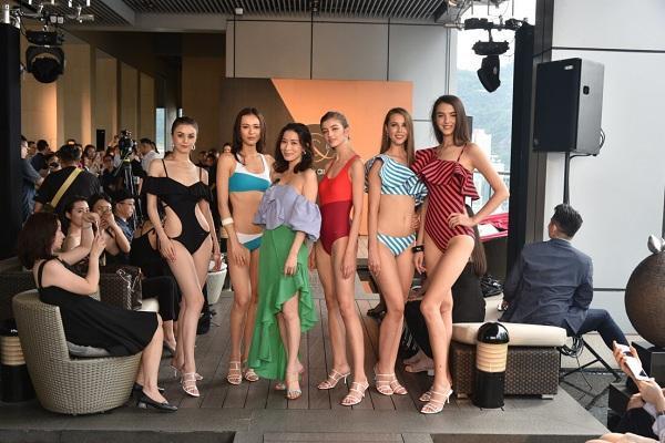 Xa Thi Mạn cùng dàn người mẫu trong buổi ra mắt sản phẩm đồ bơi vừa qua