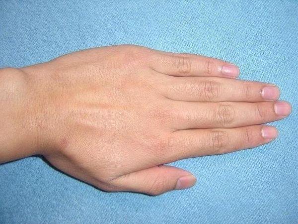 Người sở hữu bàn tay này thường sau tuổi trung niên mới được hưởng cuộc sống sung túc.