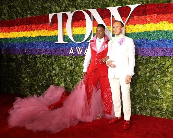 Trang phục của ông hoàng thảm đỏ được làm riêng bởi Celestino Couture.