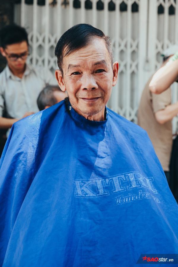 Cho đi nụ cười, họ cũng nhận lại vô vàn món quà ấm áp khác. Đó là tình người Sài Gòn.