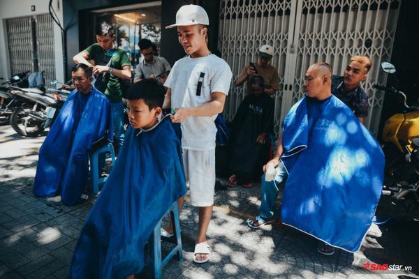 Tiệm tóc 0 đồng hơn 2 năm thành lập đã giúp được hàng nghìn người nghèo Sài Gòn.
