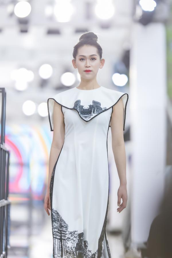 Hồng Quế mặc áo dài cách tân của NTK Hà Duy, catwalk nổi bật giữa dàn model Trung Quốc ảnh 7