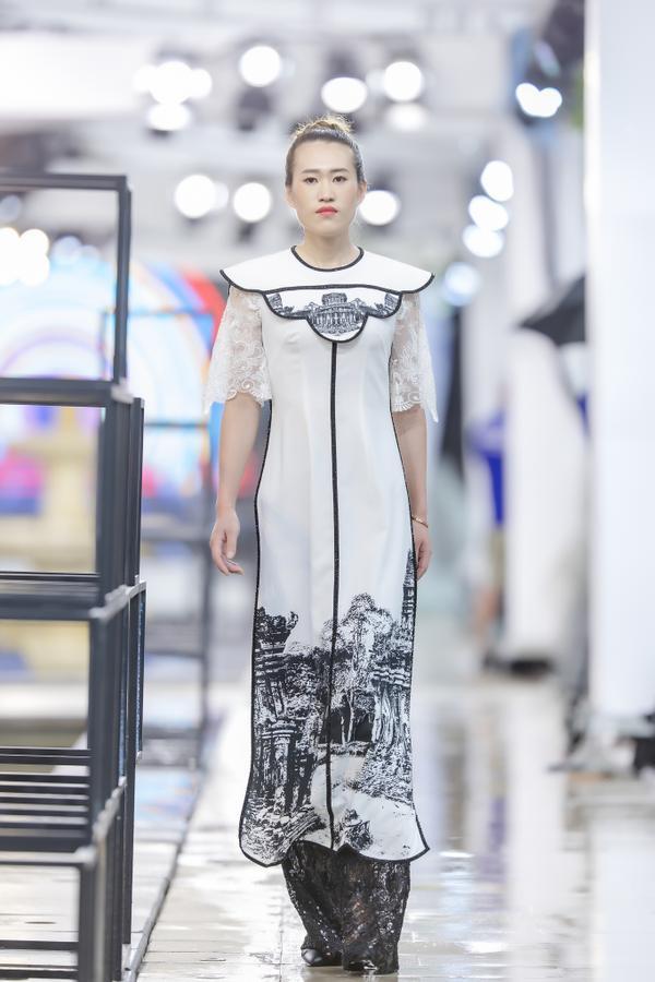 Hồng Quế mặc áo dài cách tân của NTK Hà Duy, catwalk nổi bật giữa dàn model Trung Quốc ảnh 3
