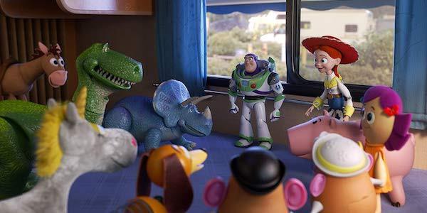 Cả nhóm đang bàn kế hoạch để đi cứu Forky.
