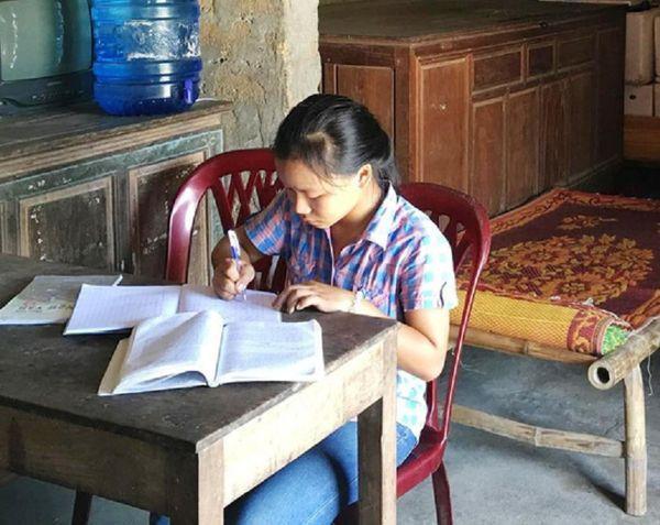 Thí sinh Ngô Thị Lài - người bỏ lỡ lịch thi lại môn Văn ở Quảng Bình. Ảnh: Người lao động.