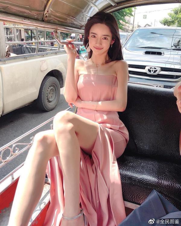 Với combo mặt đẹp dáng 'bốc' như thế này thì không chỉ riêng Hàn Quốc mà Ban Nam Gyu còn trở thành một cái tên hot trong làng người mẫu Trung Quốc