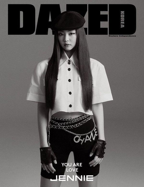 Jennie Black Pink từng diện nguyên set Chanel trên trang bìa tạp chí