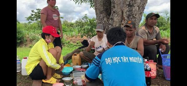 Loạt ảnh xuống ruộng với ngón chân sưng mủ của HHen Niê gây sốt fan Thái Lan ảnh 3