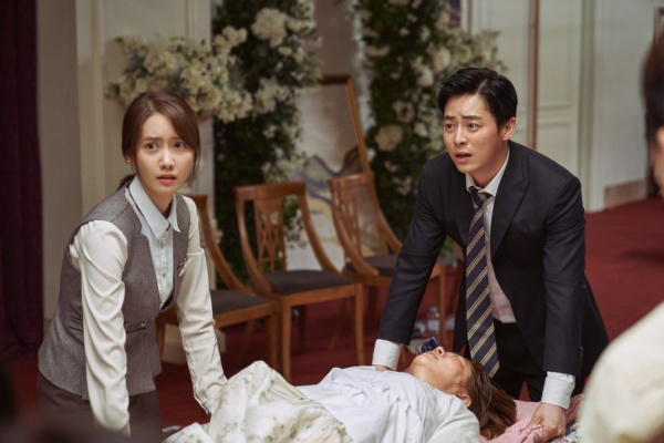 [K-Movie]: Movie 'Exit' released an impressive set of Yoona (SNSD) - Jo Jung Suk