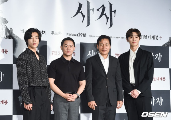[K-Movie]:  Park Seo Joon and Woo Do Hwan so handsome at the movie conference 'The Divine Fury'