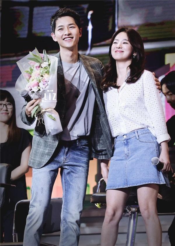 Những điểm giống nhau giữa hai cặp đôi ly hôn Lưu Khải Uy  Dương Mịch và Song Hye Kyo Song Joong Ki ảnh 4