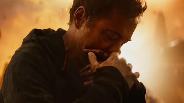 """Spider-Man """"bay màu"""" trong vòng tay Iron Man."""