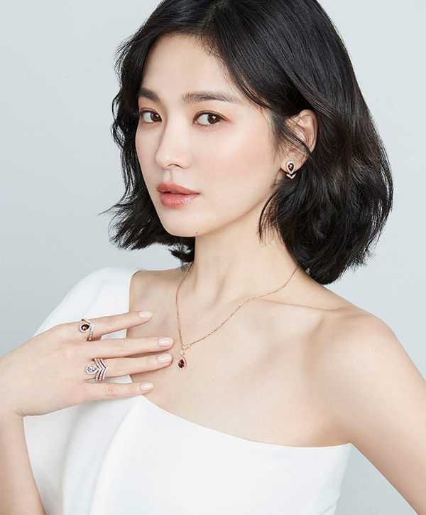 """[K-Drama]: Having just withdrawn from """"Hyena"""", Song Hye Kyo considered attending the new movie """"Anna"""""""