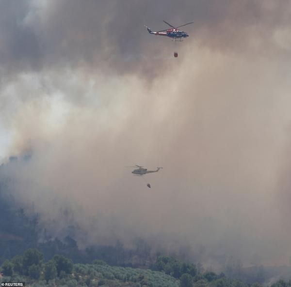 Hơn 600 lính cứu hỏa và 6 trực thăng phun nước để dập tắt ngọn lửa ở Catalonia. Nhiệt độ Tây Ban Nha dự kiến sẽ đạt đỉnh điểm 43 độ C.