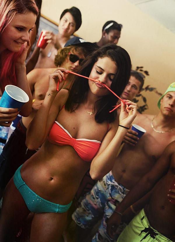Tuy chưa từng đuợc đánh giá cao về body nóng bỏng thế nhưng Selena lại có thân hình săn chắc và cân đối