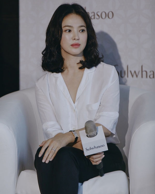 [K-Star]: Song Hye Kyo attended the event in China despite the divorce of Song Joong Ki