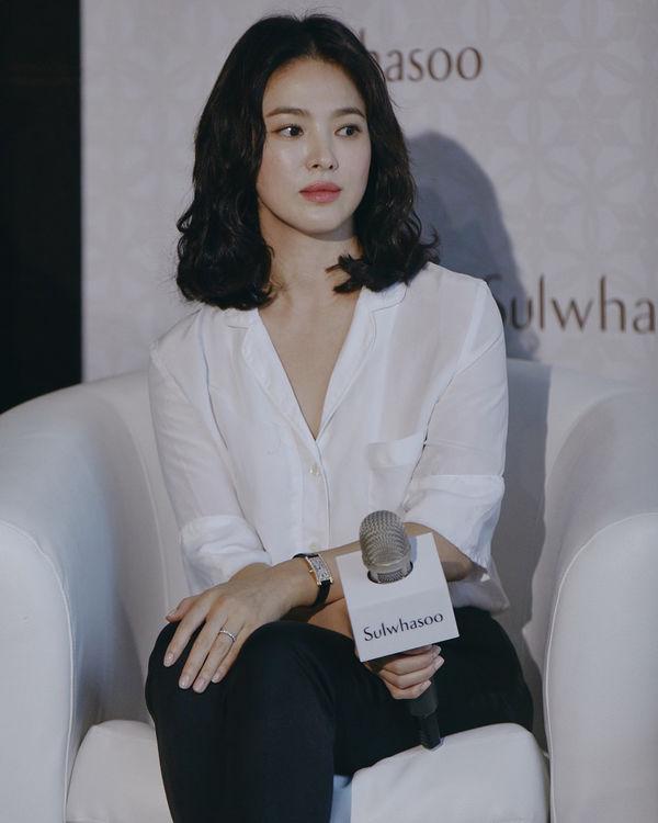 Song Hye Kyo faz primeira aparição após anuncio de divórcio de Song Joong Ki