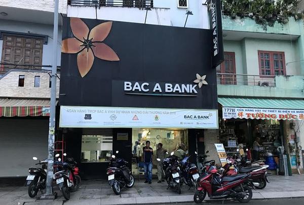 Nghi ándùng súng cướp Ngân hàng Bắc Á ở Sài Gòn. (Ảnh:Tiền Phong).