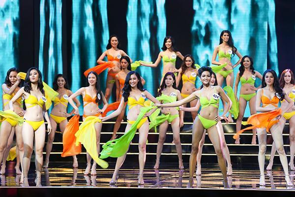 """Kiểm tra nhân trắc học chính là khâu quan trọng nhất trong các cuộc thi sắc đẹp ở Việt Nam. Nếu đã là thí sinh ở cuộc thi nhan sắc ắt bạn phải """"lột đồ"""" để bước vào vòng kiểm tra này."""