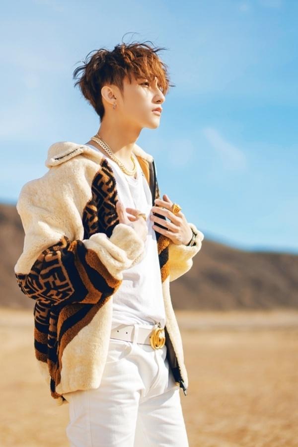 """Với những chi tiết thú vị trên, các fan đang tin chắc rằng không ai khác, Sơn Tùng M-TP chính là một """"fan bự"""" của BTS và đặc biệt là anh chàng rapper Suga dễ thương."""