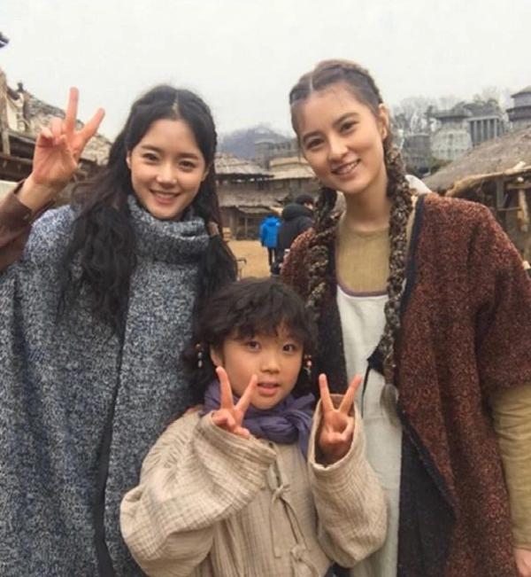 4 ngôi sao Hàn Quốc sinh ra tại Nga: Xinh đẹp hết phần thiên hạ, không thể thiếu YuRi của Produce X 101 ảnh 3