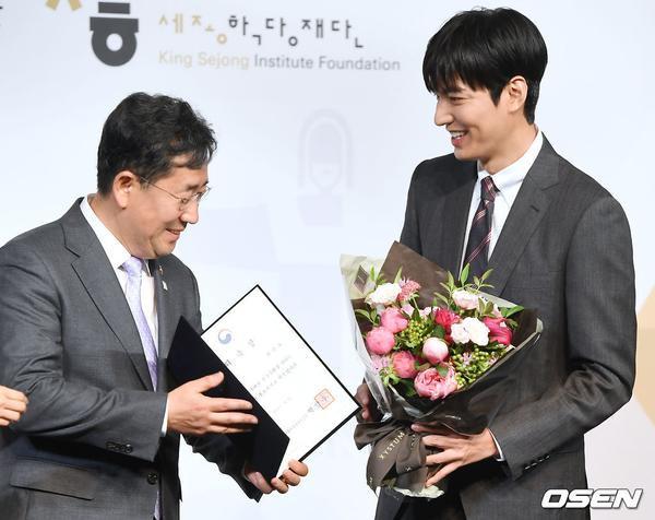 Você não pode gostar Lee Min Ho lịch lãm, gây xao xuyến tại sự kiện sáng nay (09/07) ảnh 1