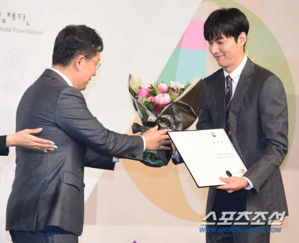 Mỹ nam đẹp hơn hoa Lee Min Ho lịch lãm, gây xao xuyến tại sự kiện sáng nay (09/07) ảnh 0
