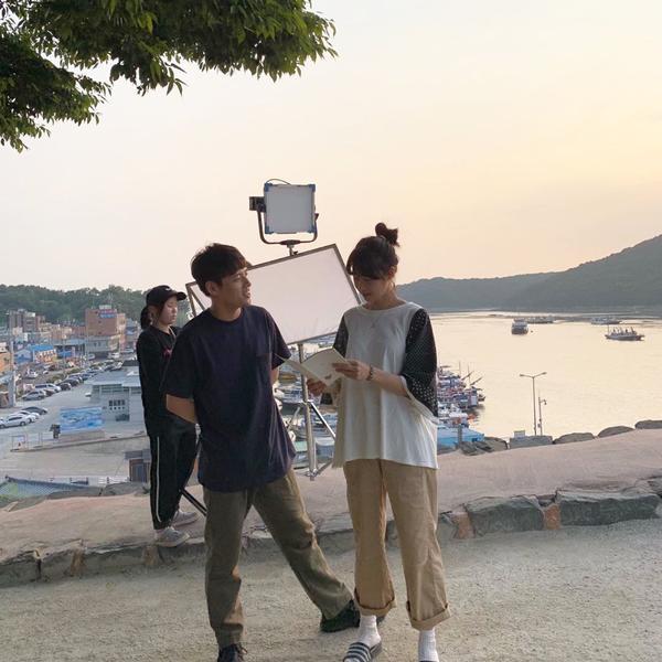 Yoo Yeon Seok cân nhắc tham gia phim y khoa mới  'When Camellia Blooms' của Gong Hyo Jin  Kang Ha Neul lộ ảnh phim trường ảnh 2
