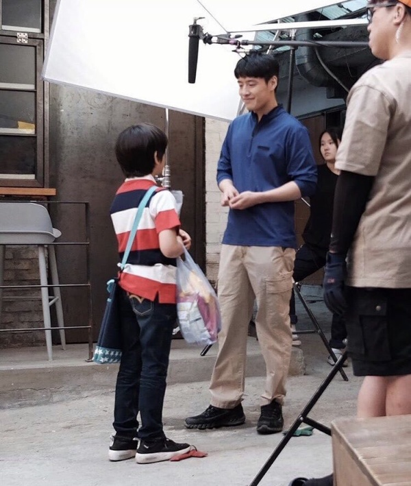 Yoo Yeon Seok cân nhắc tham gia phim y khoa mới  'When Camellia Blooms' của Gong Hyo Jin  Kang Ha Neul lộ ảnh phim trường ảnh 3