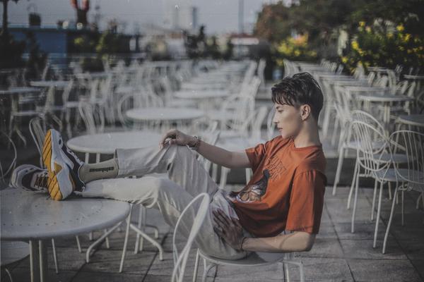 Sau tất cả, S.T Sơn Thạch cũng tung phiên bản dance của ca khúc triệu views Thật xa thật gần ảnh 4